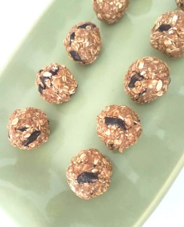 Chocolate whey protein energy bites